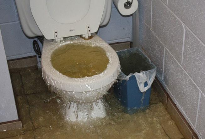 رفع گرفتگی توالت فرنگی لوله بازکنی